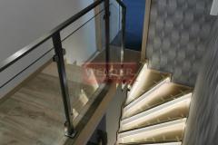 Balustrada-stal-nierdzewna-szklo-szklana-szchody-5