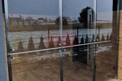 Zabudowa-szklana-Balustrada-szklo-Wiatrolap-Stal-nierdzewna-13