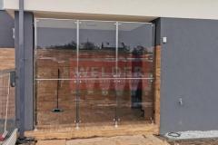 Zabudowa-szklana-Balustrada-szklo-Wiatrolap-Stal-nierdzewna-15
